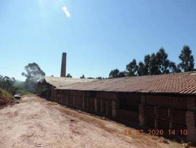 Gleba de terras, 2 Alqueires, com instalações de uma Industria Cerâmica (25% da Fazenda Lageado com A.T. 19,36ha). Loc.: Itaí/SP.